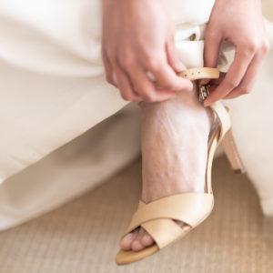 Photographe de mariage à Montpellier. Photographie de chaussure de mariée.